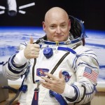 Scott Kelly thumbs up