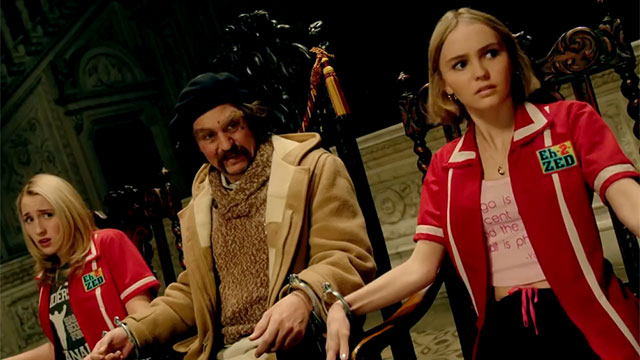 Yoga Hosers - Depp and clerks